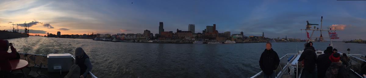 Hamburg_Hafenrundfahrt_Panorama_1200px.jpg